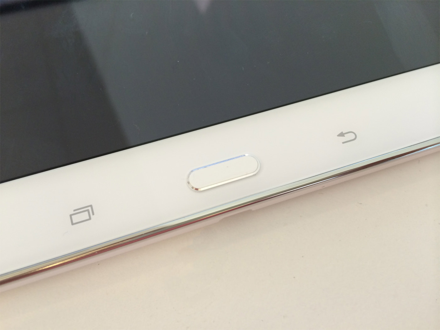 Raised button on the Samsung Galaxy Tablet